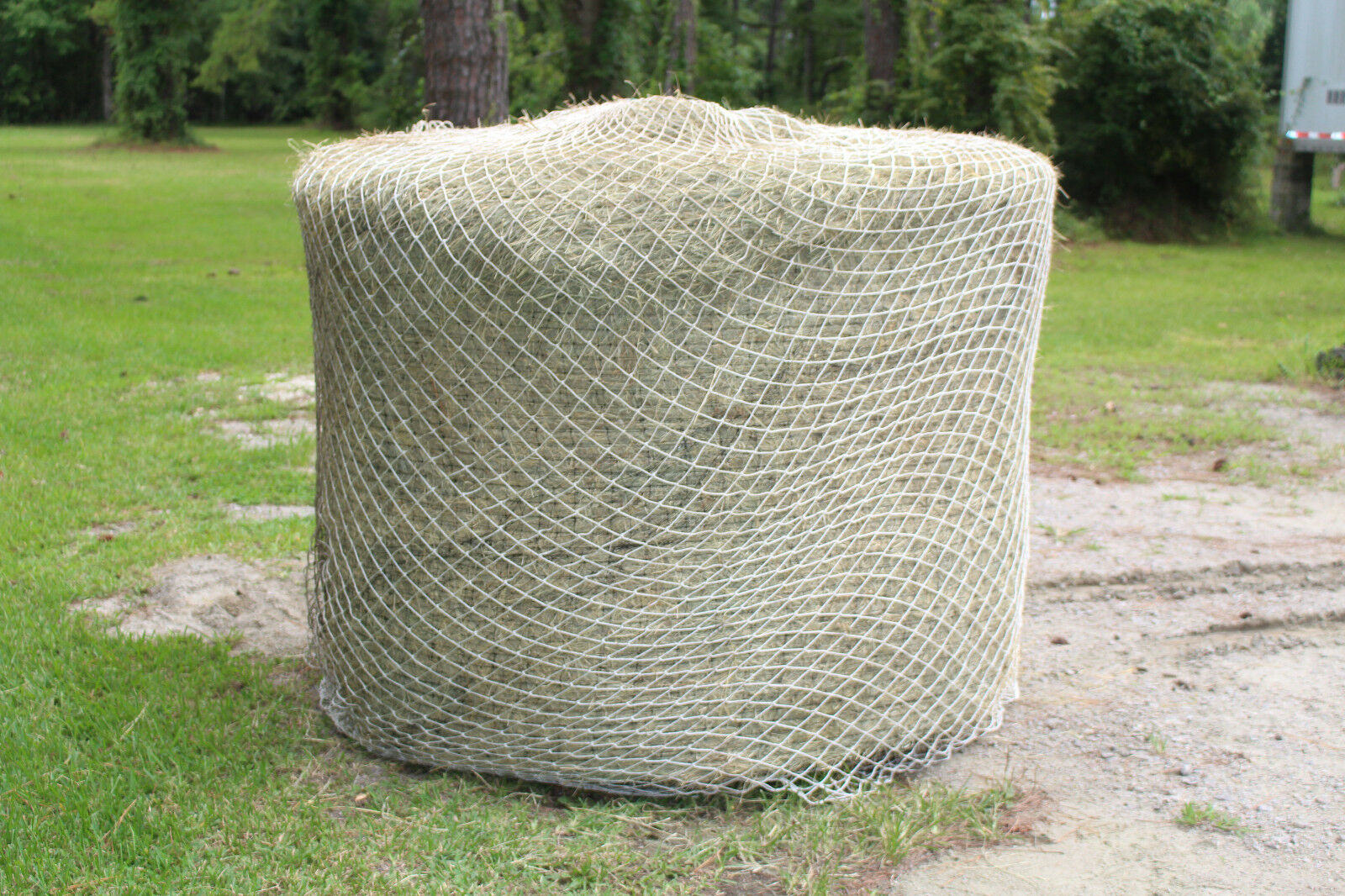 Slow cavallo Hay Round Bale Net Feeder Eliminates Waste 1 12   60  Fits 6' x 6'