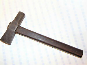 VINTAGE-CAST-STEEL-HAMMER-UNUSUAL-SHAPED-HEAD-WOOD-HANDLE-MARKED-039-MACY-039