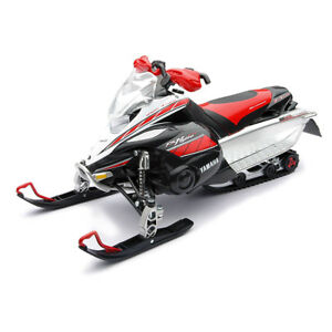 1-12-Yamaha-Fx-Snowmobile