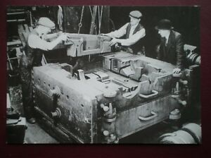 POSTCARD-EASTLEIGH-ASSEMBLING-A-CYLINDER-BLOCK-1947