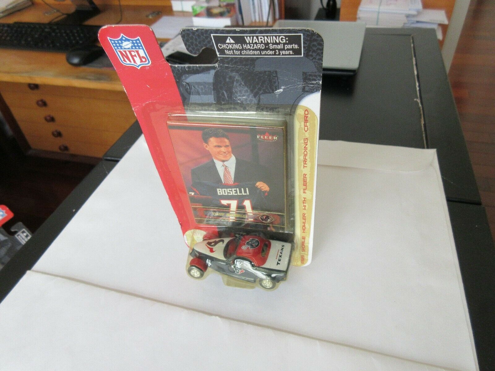 Tony Boselli , Fleer , 1:55 Scale Howler With Trading C
