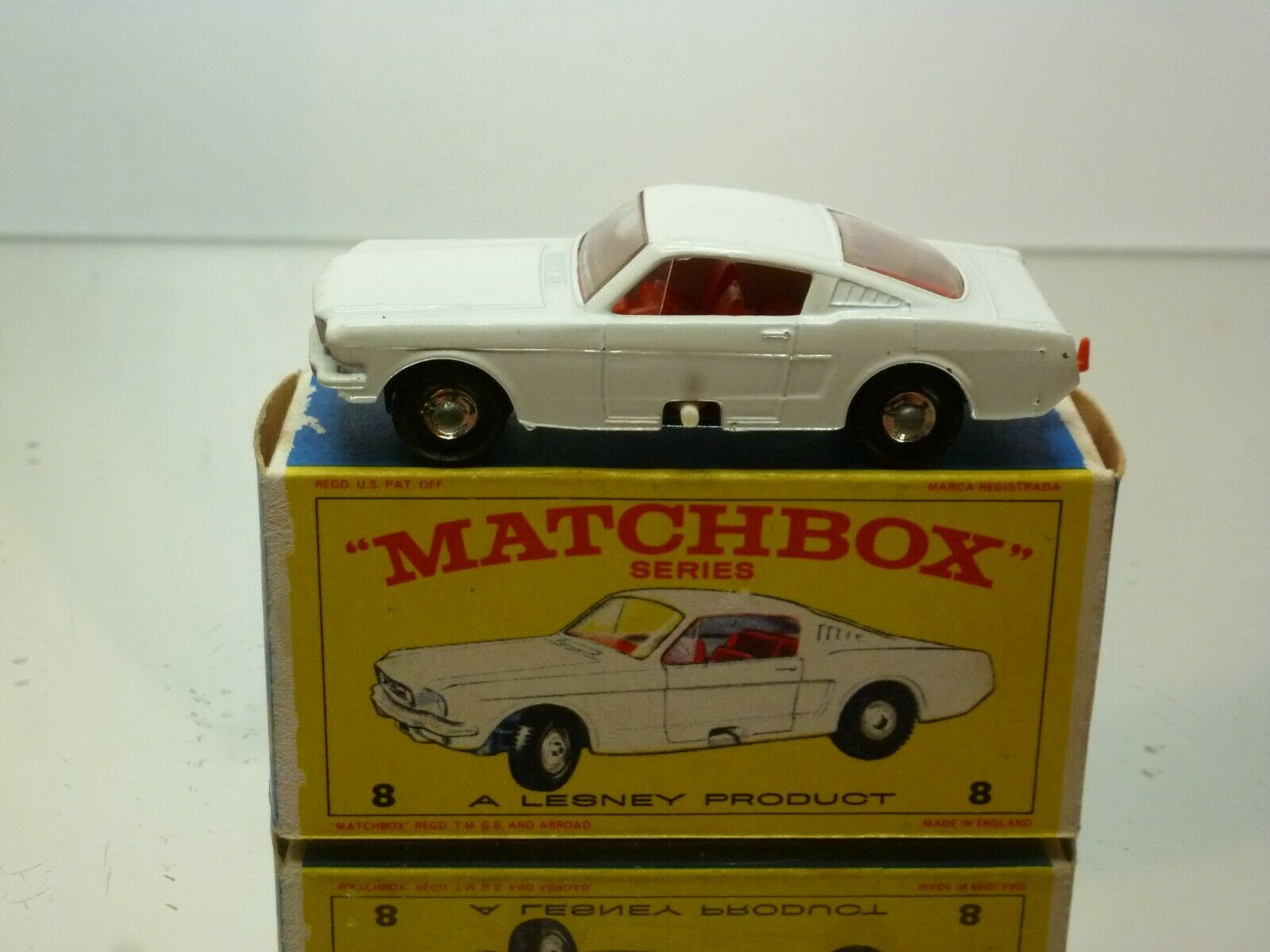 LESNEY MATCHBOX 8 FORD MUSTANG - WHITE - VERY GOOD CONDITION IN BOX
