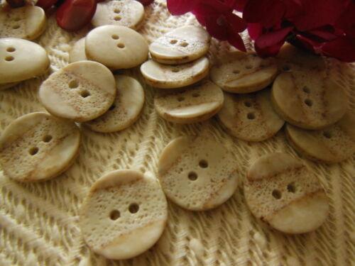 lot 12 boutons  2 trous texturé couture mercerie créme diamètre 1,7 cm ref 2260