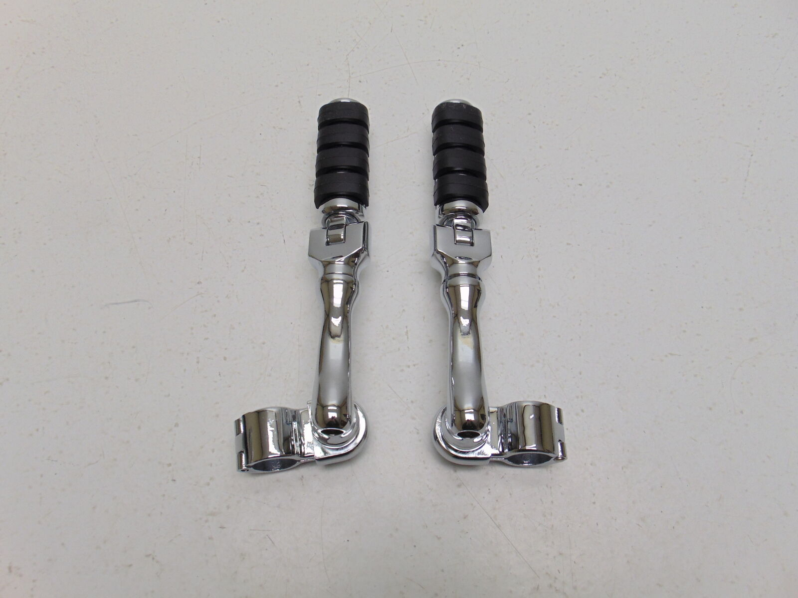 """Clamps 1/"""" 1in Kuryakyn 4507 Long Right Angle Mounts /& Small ISO Pegs"""