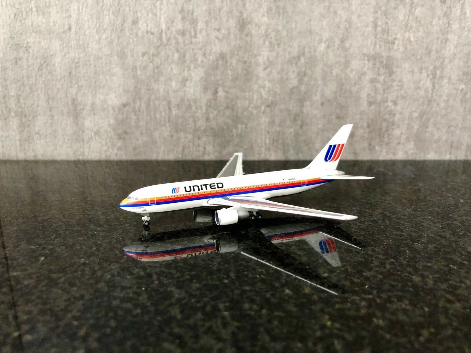 Herpa 1 500 United Airlines Boeing B767-200 - LIMITED EDITION