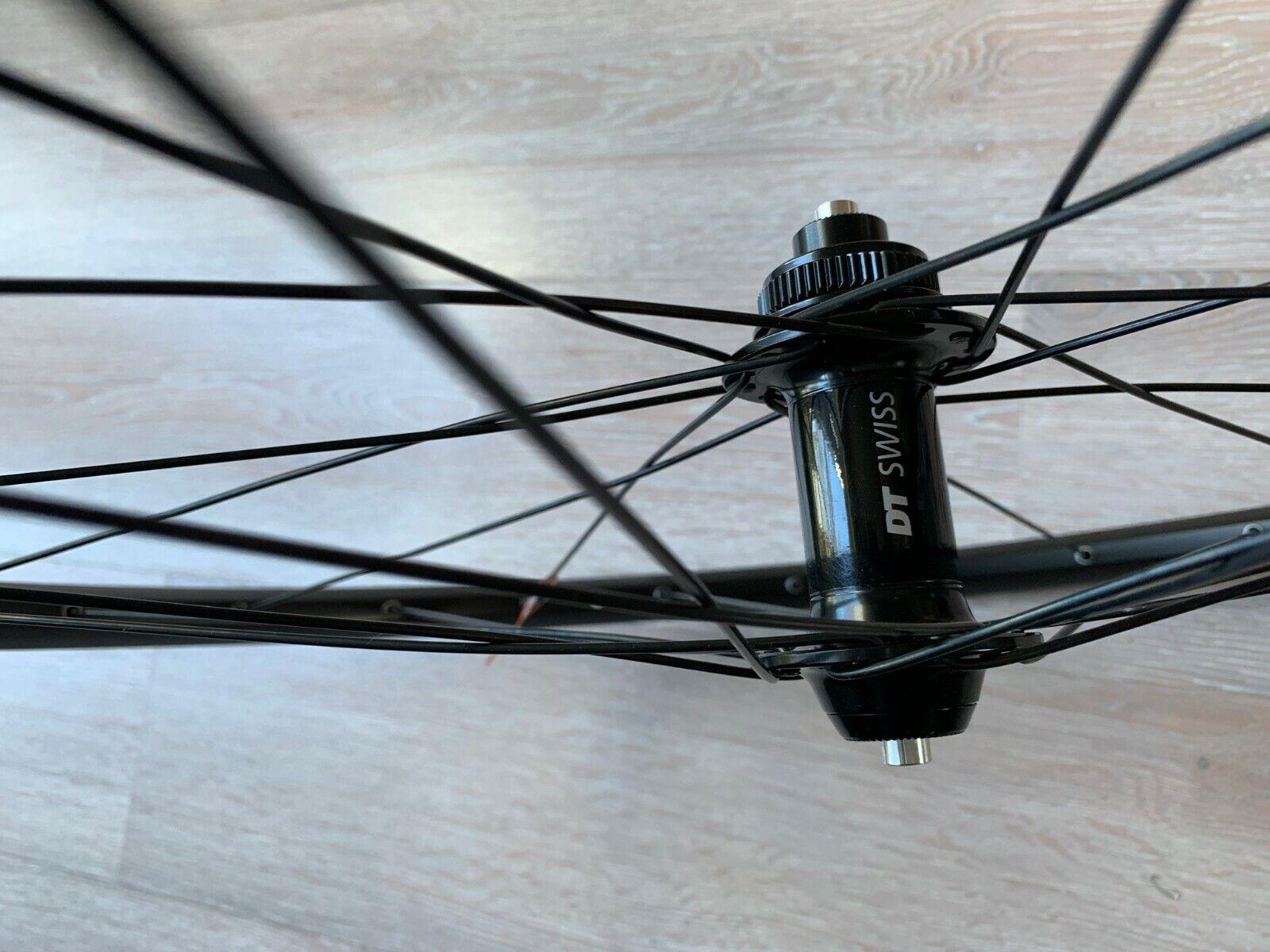 Rueda DELANTERA MTB DT Swiss R23 Negro gris 27.5  650b 9x100mm QR Tubless listo