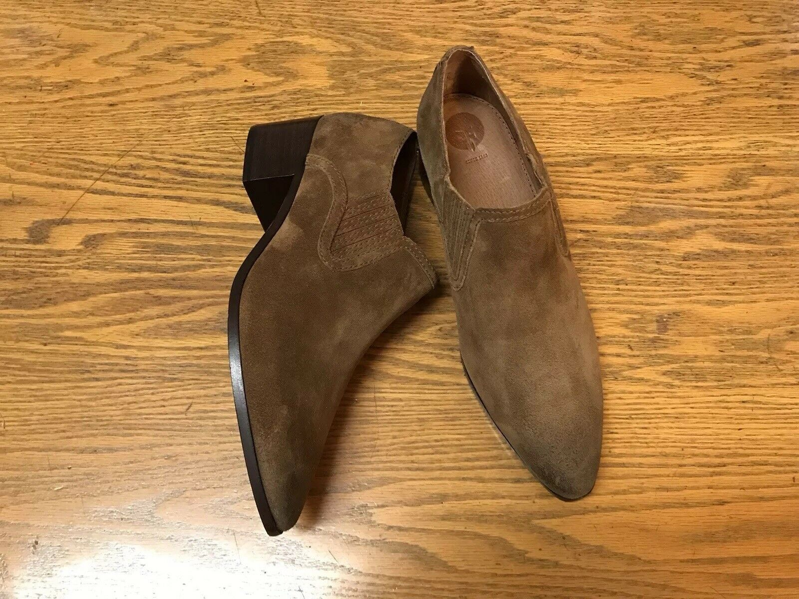 FRYE BILLY SHOOTIE SUEDE SHOES NWOB SIZE 8