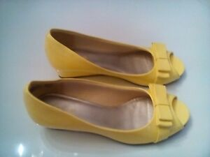 56681e47f09 Details about Womens yellow American Eagle low wedge heel open toe shoe  Size 3.5 medium