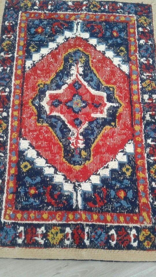 Kludetæppe, Broderi uld og blandet, b: 74 l: 115