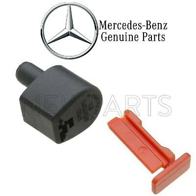 MERCEDES   AT Fill Pipe Cover 140 270 00 91 Cover Pin