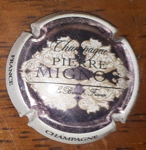 Capsule de champagne Pierre Mignon fond rose metalisé plaque muselet rare new