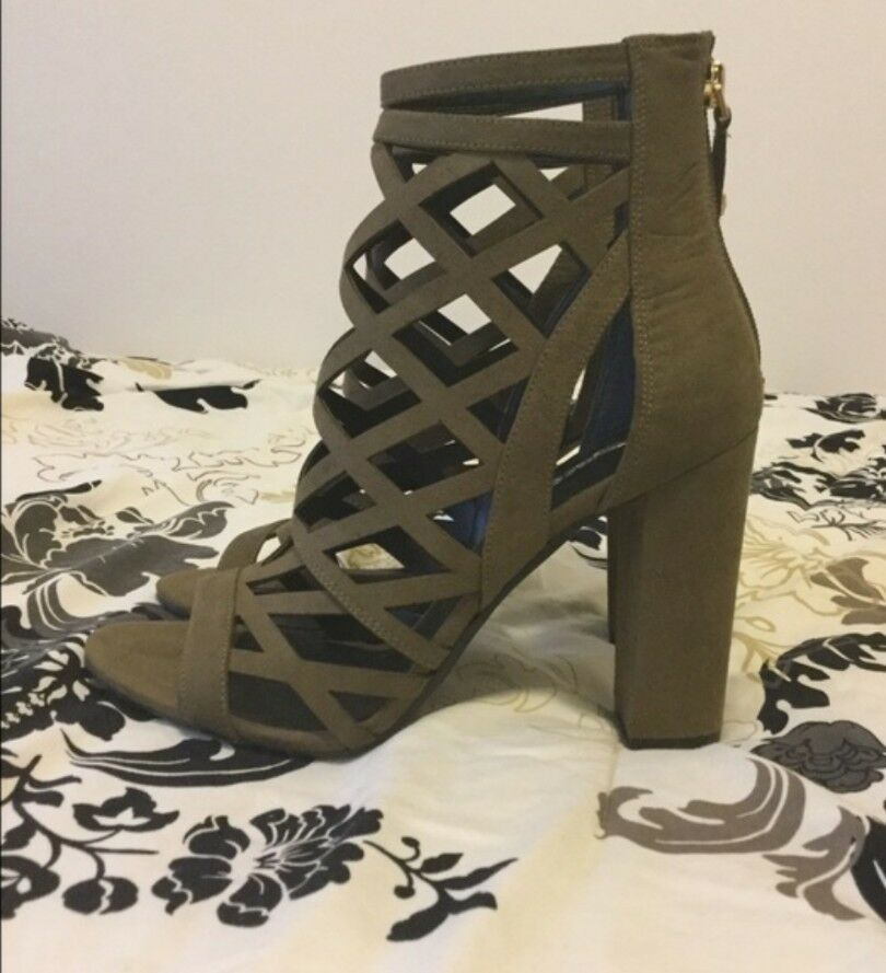 NEW Guess Eriel Green Blocked Heel 8 Strappy Sandale Heels Größe 8 Heel 1/2 60b83c