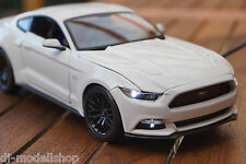 2015 FORD MUSTANG  1:18 MIT LED-BELEUCHTUNG(XENON) MAISTO TUNING WEIß