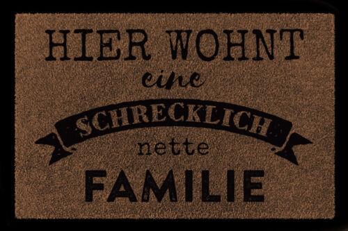 FUSSMATTE Türmatte HIER WOHNT EINE SCHRECKLICH NETTE FAMILIE Flur Eingang Spruch