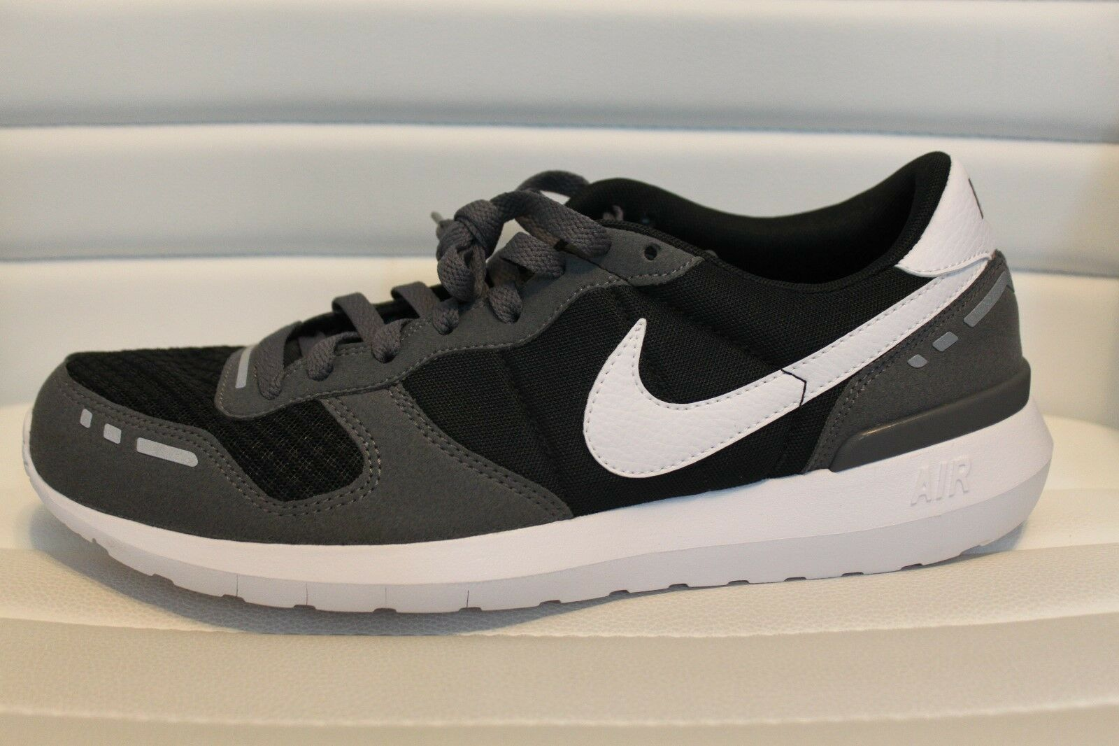 Nike Air VRTX '17 Men's Running Shoes Black Gray White Suede 10.5 MSRP 145 NEW