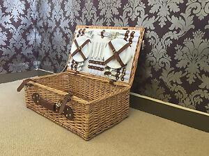 de luxe vintage 4 personne unique picnic hamper panier. Black Bedroom Furniture Sets. Home Design Ideas