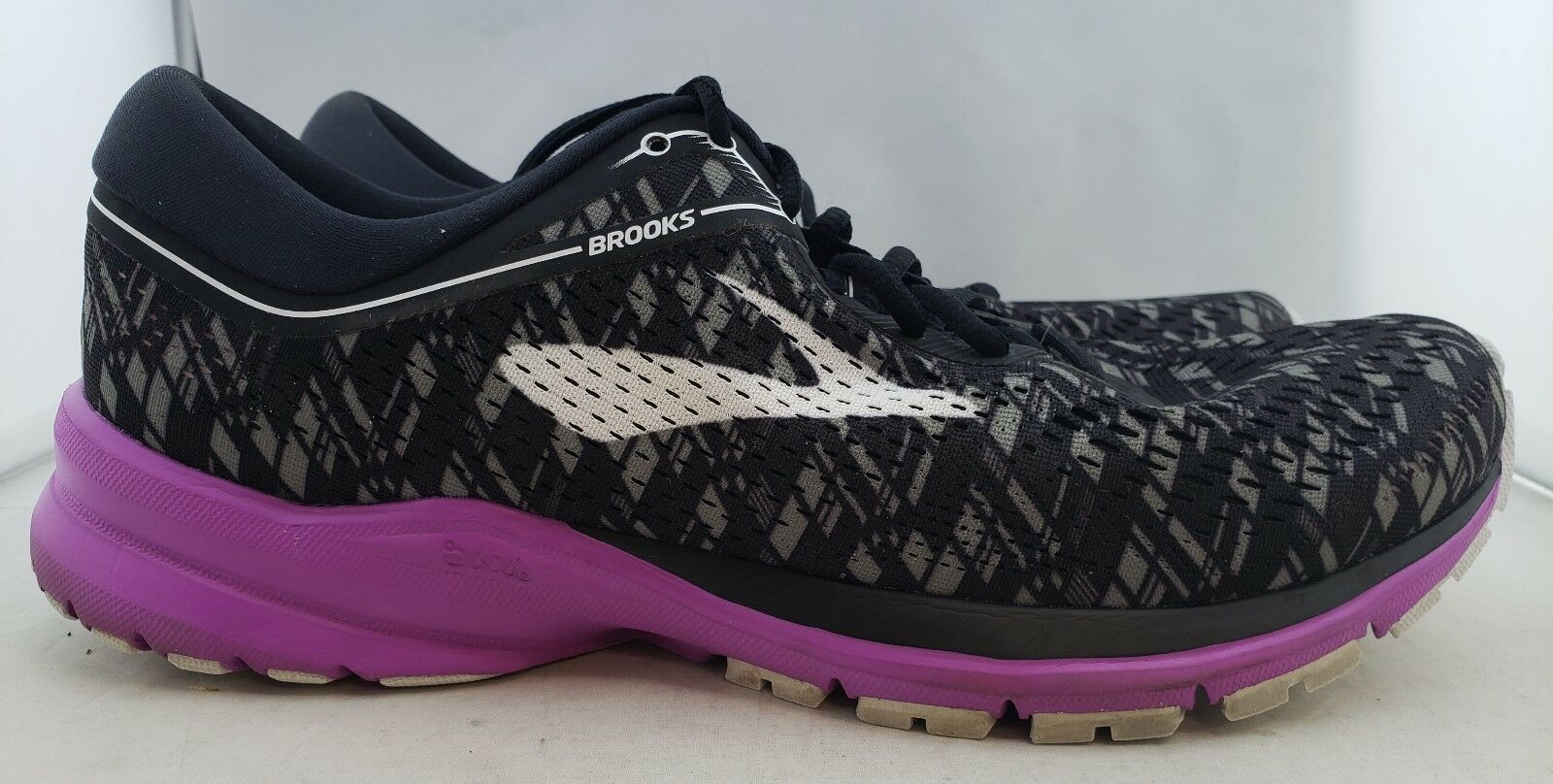 Brooks Launch 5  noir / Violet  Running Shoe femmes  US 11 Eur 43 (Q1,9)