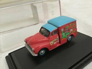 Oxford Diecast CHIPPERFIELDS 1/76 CH012 Morris Minor Clown Van      BOXED