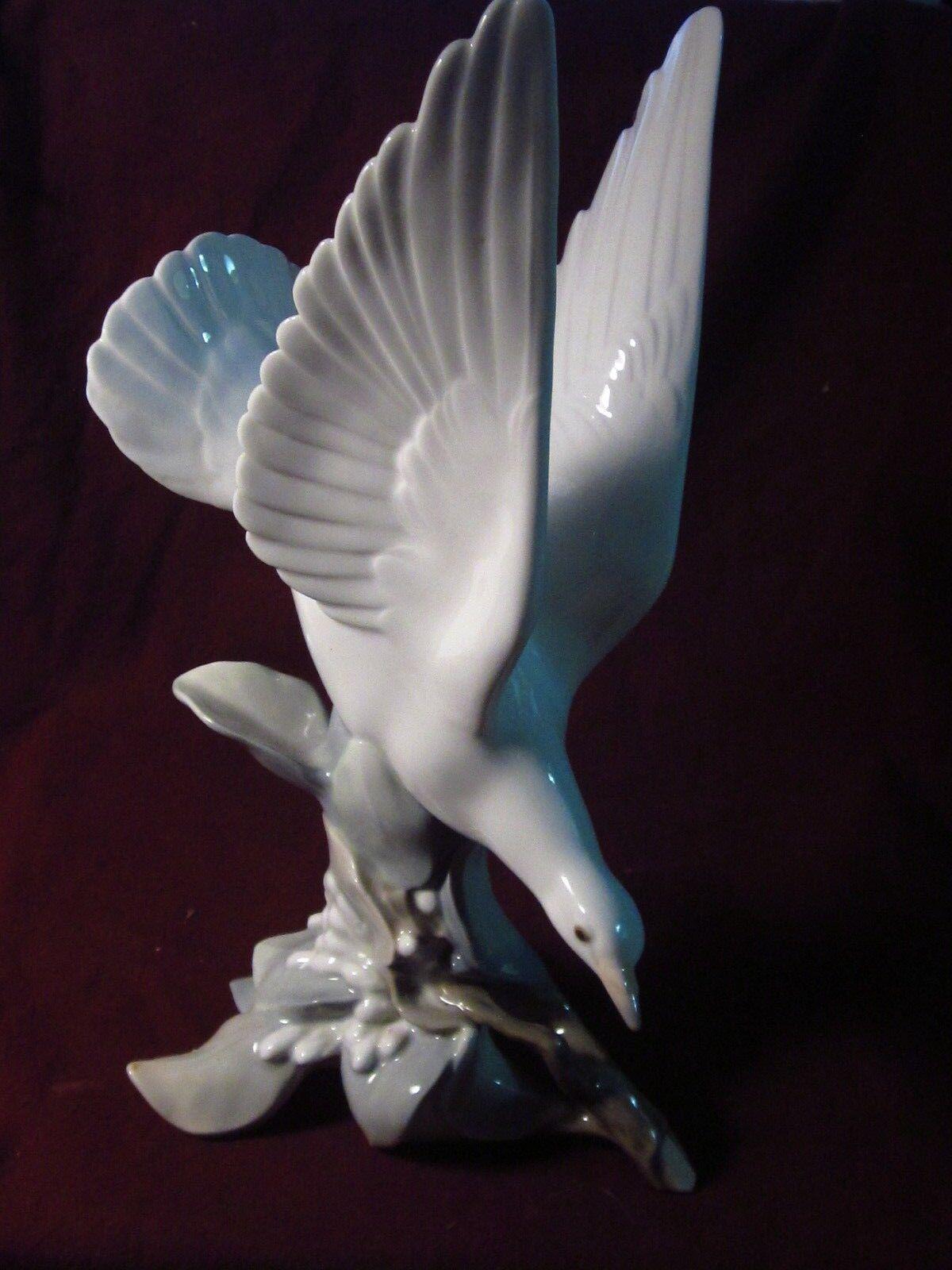 """Image 1 - Lladro #4550   TURTLE DOVE  11""""  w/ Box"""