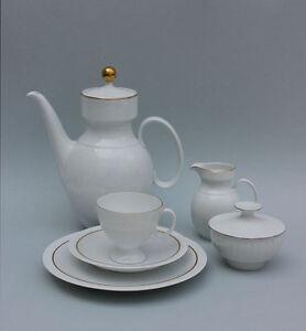 Kaffeeservice-fuer-6-Personen-Kaiser-Porzellan-reliefiert-Goldrand-21-Teile