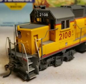 Athearn-Union-Pacific-GP38-2-locomotive-train-engine-HO-scale-gp38-RTR-series