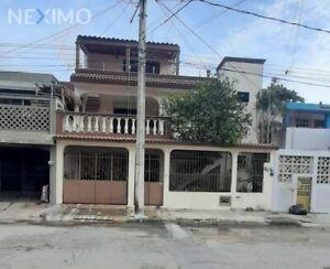 En venta casa de 3 niveles en Cancún, Q. Roo