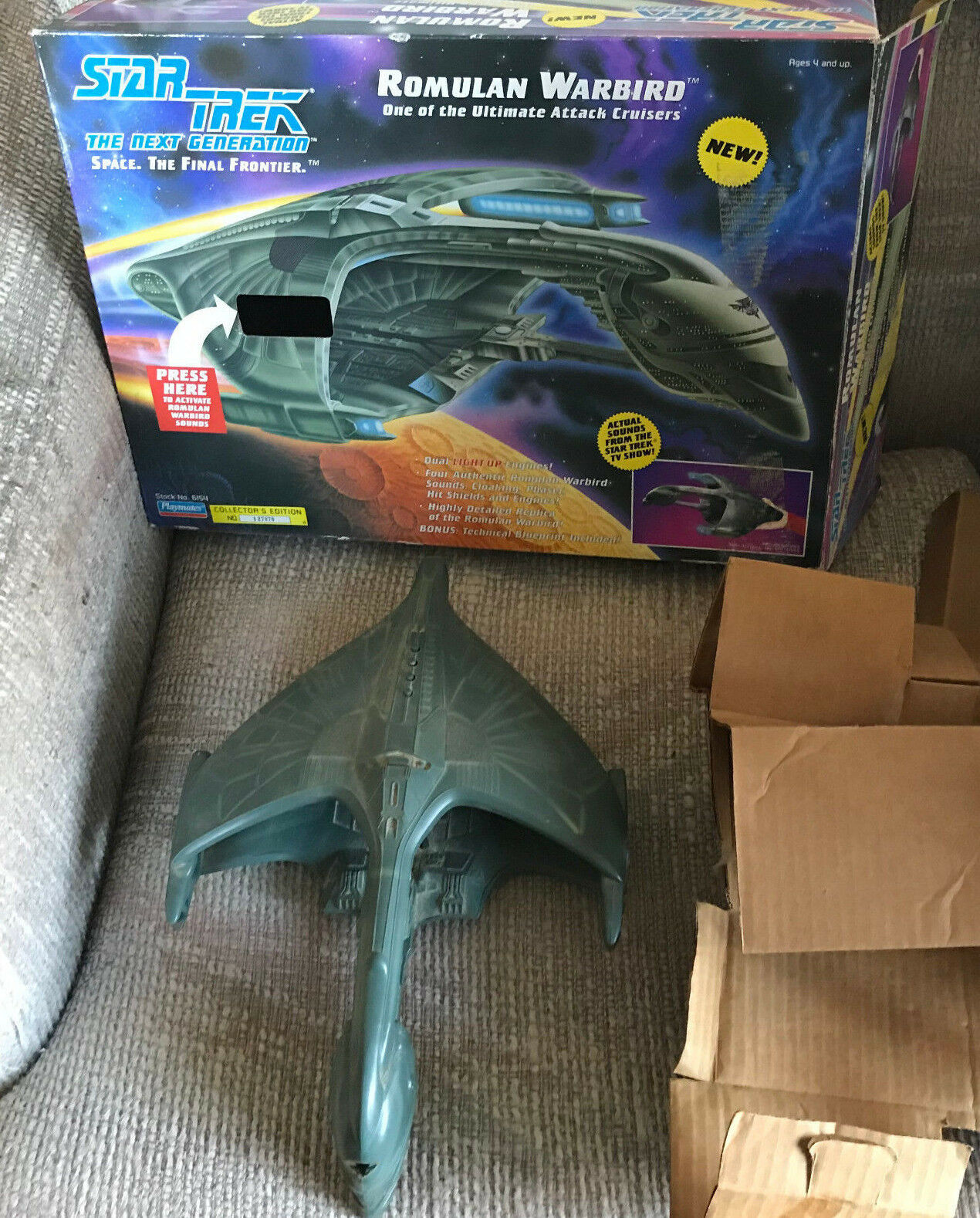 STAR TREK ROMULAN WARBIRD WITH BOX AND INSERTS PLAYMATES 1993