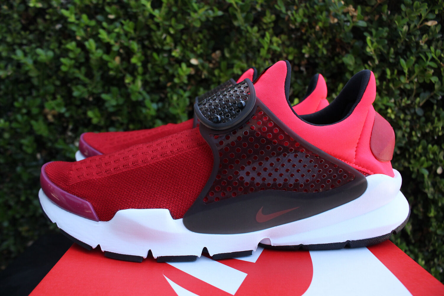 NIKE SOCK DART KJCRD SZ 9 GYM RED SOLAR RED SIREN RED SLIP ON 819686 602