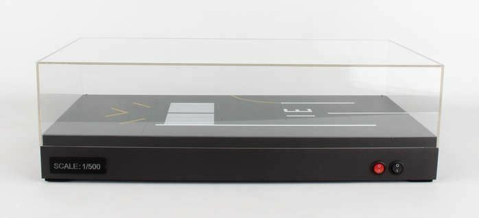 JCWINGS 1 500 SCALE DISPLAY CASE RUNWAY 31 1 500 W LED   BN   JC5LH5CASE002