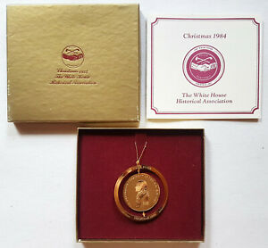 VINTAGE-1984-WHITE-HOUSE-CHRISTMAS-ORNAMENT-Jefferson-Peace-Medal-GOLD-PLATED