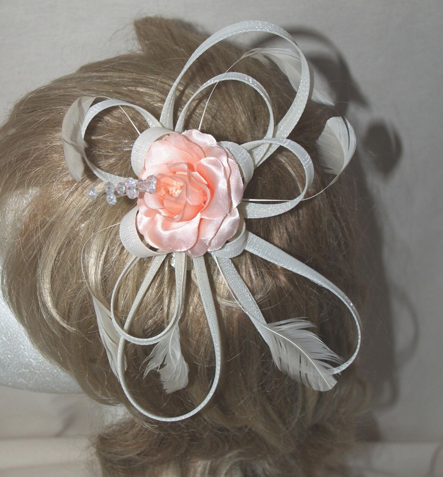 Ivory Crema con múltiples bucles Fascinator de la seda raso con un centro de Melocotón Rosa