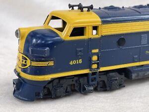 Mantua TYCO Santa Fe #4015 Diesel Locomotive Blue & Yellow Vintage!
