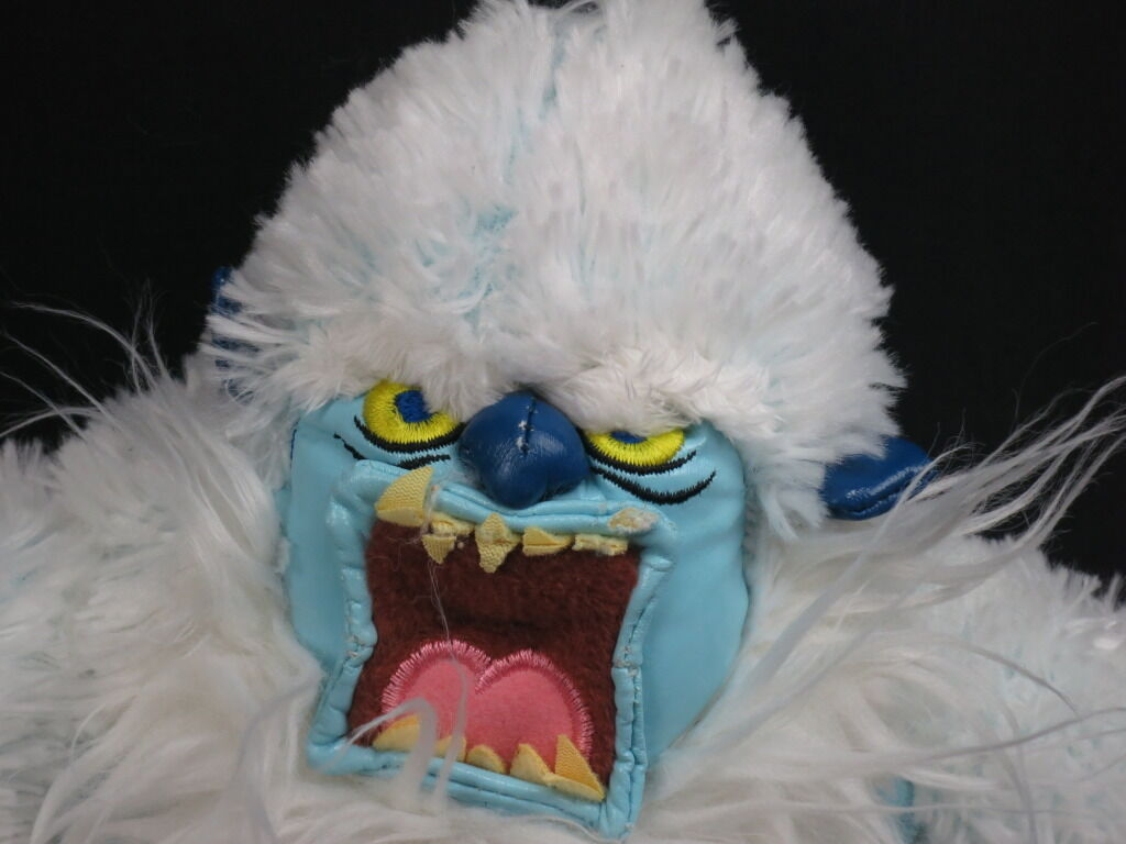 RUDOLPH ISLE OF MISFITS ABOMINABLE SNOWMAN BUMBLES FULLY POSEABLE PLUSH DOLL TOY
