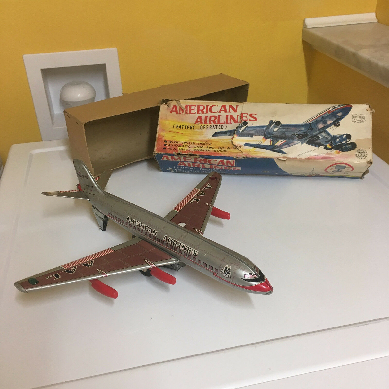 YANOMAN VINTAGE FULLY TIN, B O AMERICAN AIRLINES JET PLANE WORKING W BOX