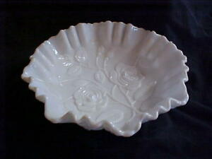 Imperial-Glass-Milk-Glass-Rose-Double-Crimped-Bowl