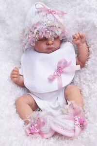 hand knitted baby girl   white  pink   bonnet .  shoes and bib , 0/3