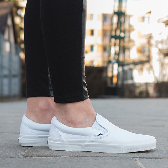 c44fe1a9d87e52 VANS Classic Slip on White Womens Trainers - Veyew00 UK 4 for sale ...