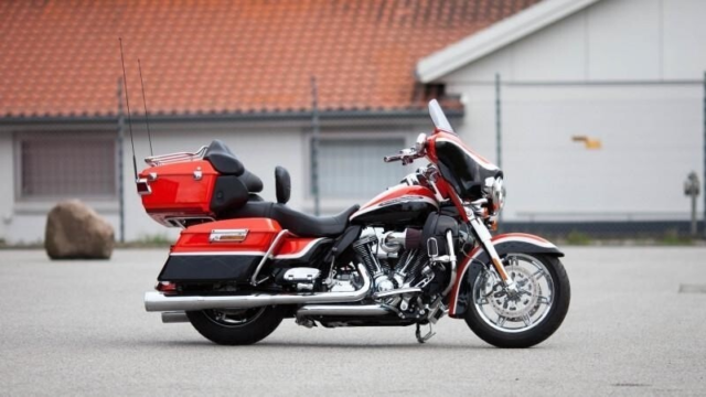 Harley-Davidson, FLHTCUSE CVO Electra Glide Ultra Classic,…