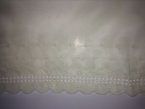 Vintage-Yellow-Lace-White-Embroider-Scalloped-Edge-19-034-Wide-x-13-5-yds