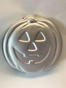 Wilton-Pumpkin-Jack-O-Lantern-Halloween-Cake-Pan-Jello-Mold-2105-3068