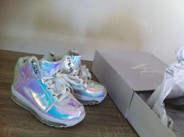 YRU Qozmo Aiire Hologram Silver Sneaker