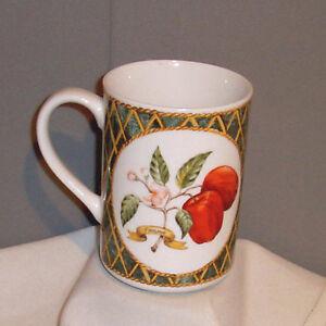 American-Atelier-LATTICE-FRUIT-Pear-amp-Apple-5031-Porcelain-Mug