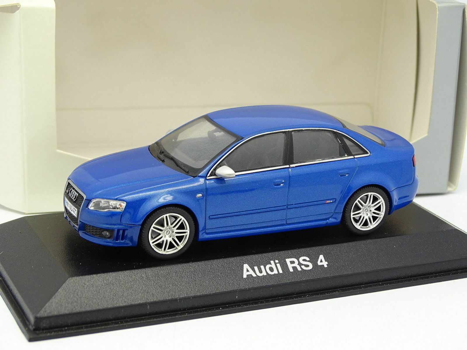 AUDI RS4 B7 2005 SEDAN SPRINT blu MINICHAMPS 501.05.091.33  blu blu