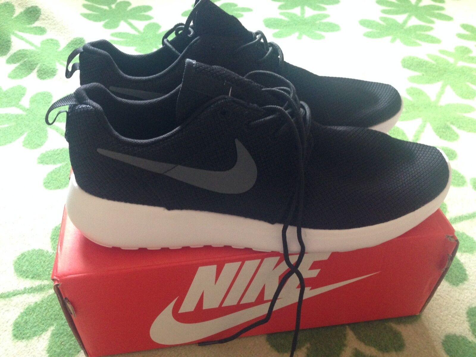 Nike Roshe Run Black/White Mens Trainers Shoes UK9 Great discount