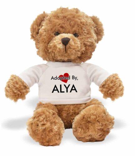 Adopted von Alya Teddy Bär trägt ein personalisiert Name T-Shirt
