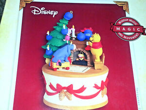HALLMARK-Ornament-2005-GETTING-READY-FOR-CHRISTMAS-Disney-WINNIE-THE-POOH-TIGGER