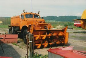 VINTAGE AIRPORT RUNWAY SNOW PLOUGH PHOTO TRUCK PHOTOGRAPH PICTURE CLASSIC LORRY.