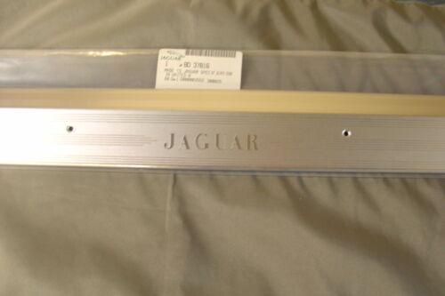 NEW JAGUAR XJ SERIES FRONT RH TREAD PLATE BD37816