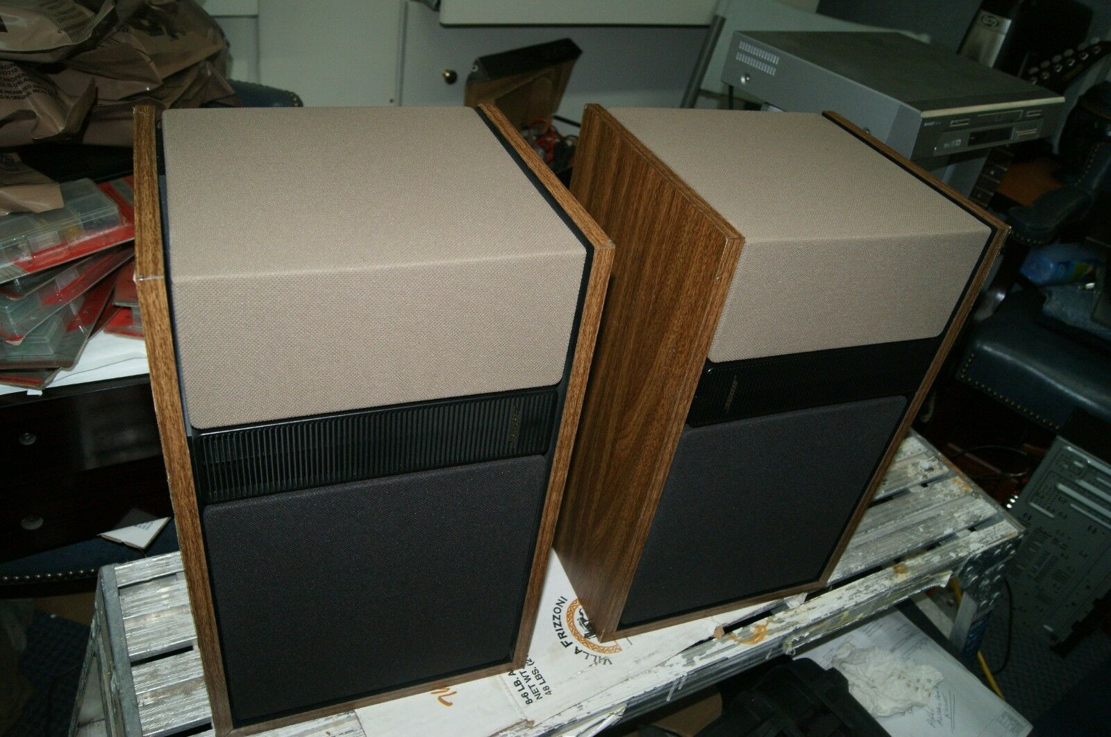 BOSE 301 SERIES II VINTAGE SPEAKERS GREAT SOUND SOME DAMAGE ON THE CABINETS