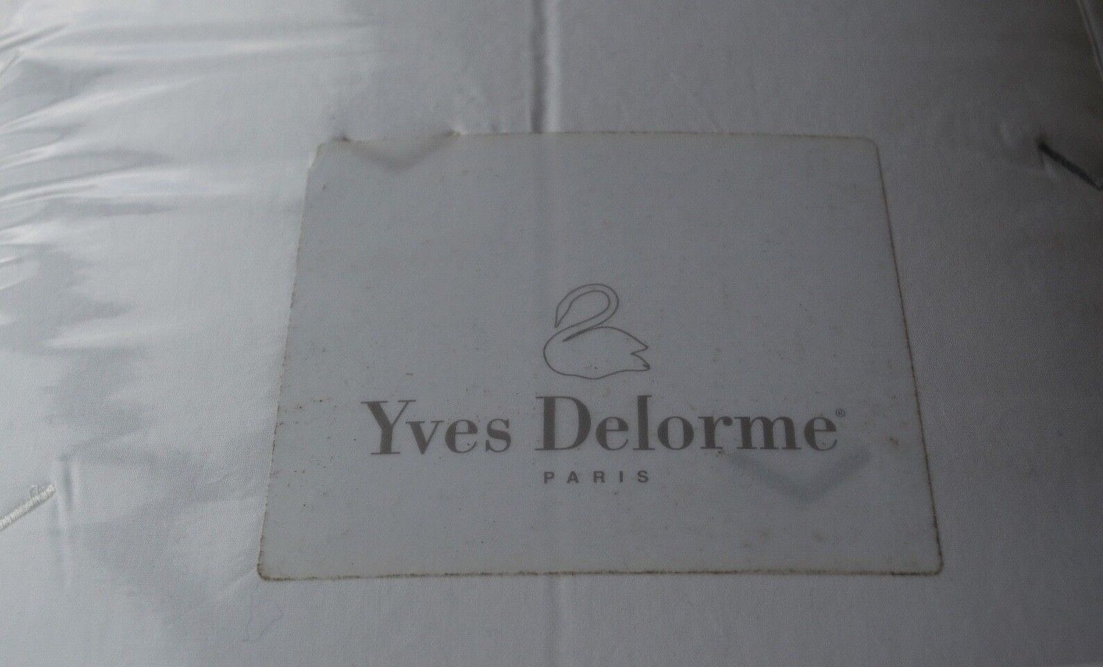 NEW YVES DELORME ZIGZAG white WHITE QUILTED BED COVERLET BEDSPREAD 104 x 102